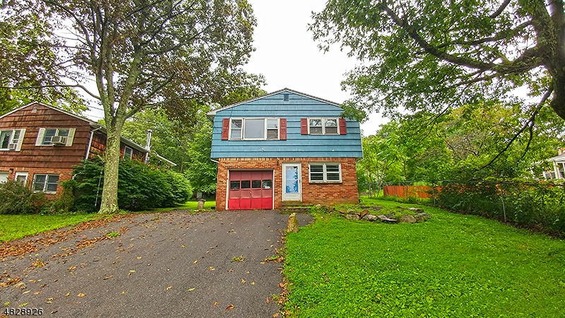 Single Family Home for Sale at 81 LEO AVE 81 LEO AVE Hopatcong, New Jersey 07874 United States