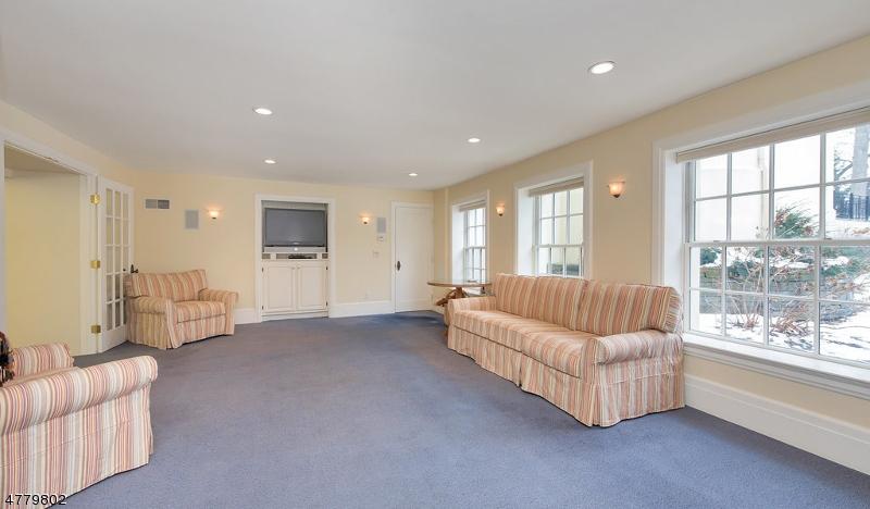 Additional photo for property listing at 81 OAK RIDGE AVE 81 OAK RIDGE AVE Summit, New Jersey 07901 United States