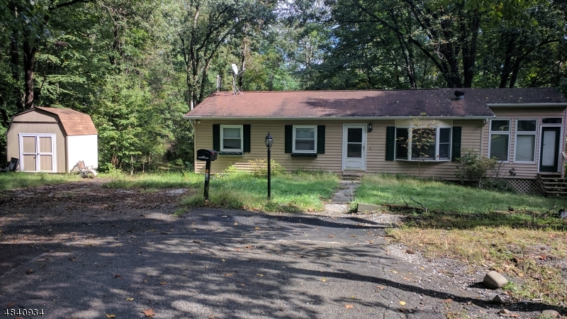 Single Family Home for Sale at 16 MOUNTAIN TOP CT 16 MOUNTAIN TOP CT Vernon, New Jersey 07419 United States