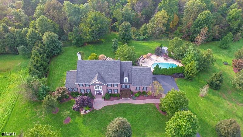 独户住宅 为 销售 在 12 CORN FLOWER Court Montgomery, 新泽西州 08502 美国
