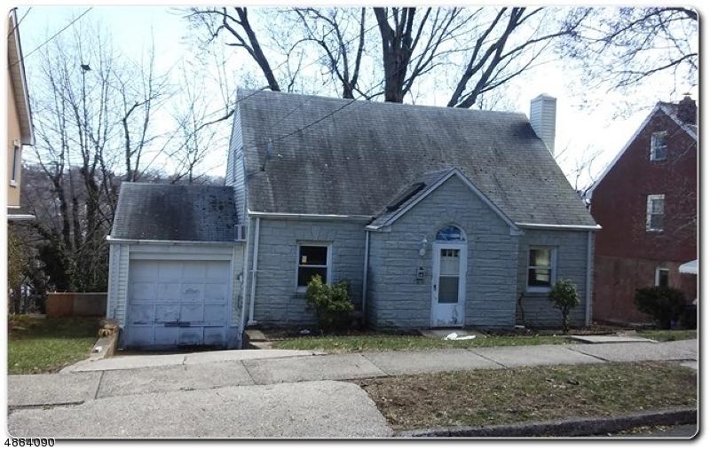 Single Family Homes pour l Vente à Ridgefield, New Jersey 07657 États-Unis