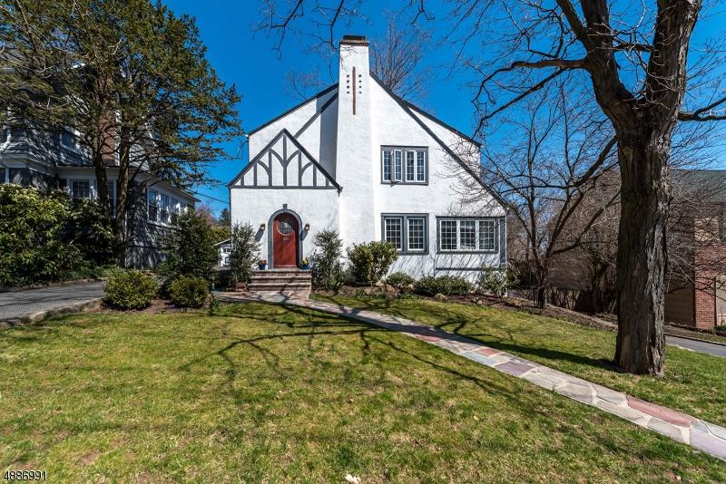 Частный односемейный дом для того Продажа на 27 COLLINWOOD Road Maplewood, Нью-Джерси 07040 Соединенные Штаты