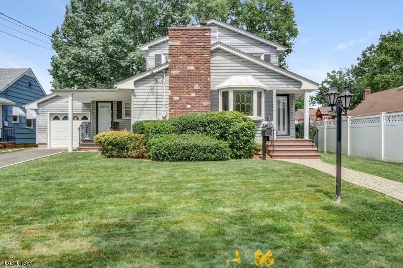 Single Family Homes pour l Vente à Kenilworth, New Jersey 07033 États-Unis