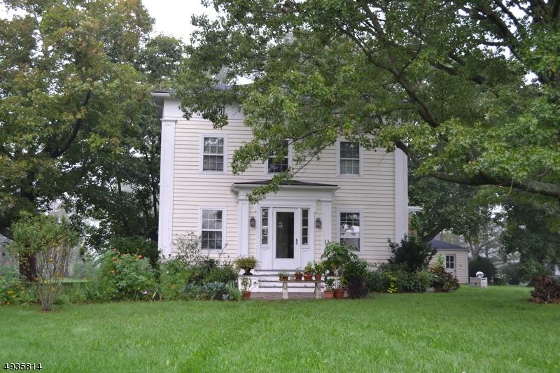 Single Family Homes 为 销售 在 East Amwell, 新泽西州 08822 美国