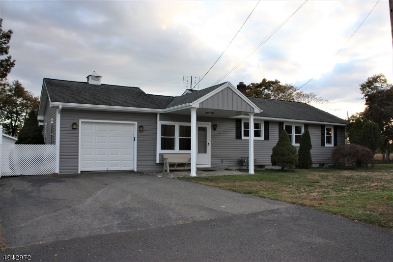 Property のために 売買 アット Millstone, ニュージャージー 08844 アメリカ
