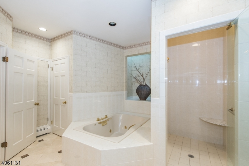 Additional photo for property listing at  维罗纳, 新泽西州 07044 美国