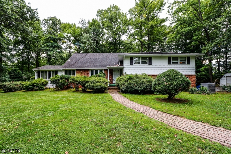 Single Family Homes for Sale at Woodbridge, New Jersey 07067 United States