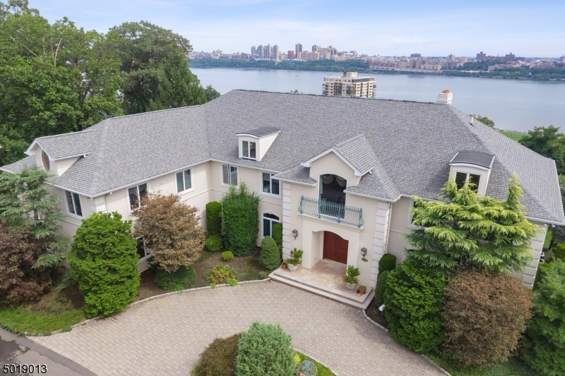 Single Family Homes pour l Vente à Fort Lee, New Jersey 07024 États-Unis