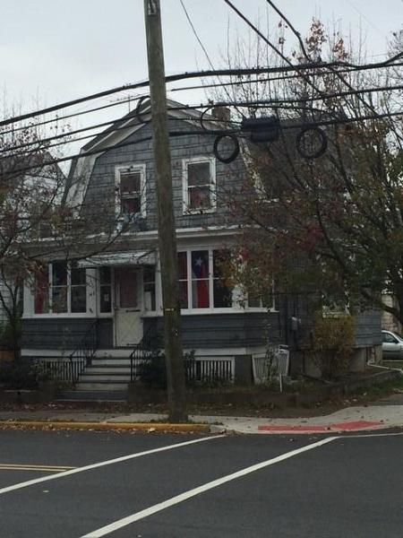 Maison unifamiliale pour l Vente à 143 Brown Avenue Haledon, New Jersey 07508 États-Unis