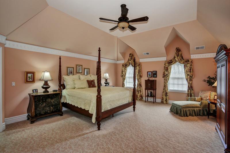 Additional photo for property listing at 2 Caruso Court  Bridgewater, Nueva Jersey 08807 Estados Unidos