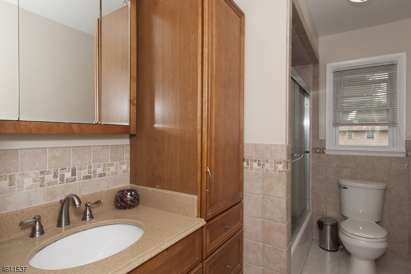 Additional photo for property listing at 131 6th Street  Middlesex, New Jersey 08846 États-Unis
