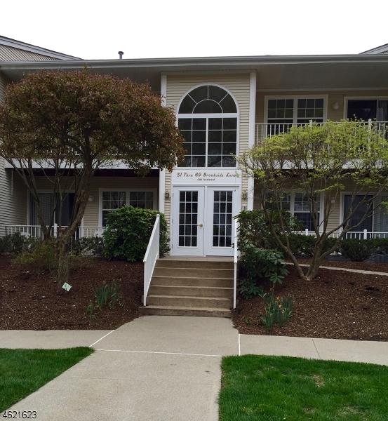 独户住宅 为 销售 在 59 Brookside Lane 阿灵顿山, 新泽西州 07856 美国