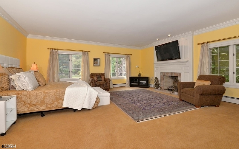 Additional photo for property listing at 75 Glen Avenue  West Orange, New Jersey 07052 États-Unis