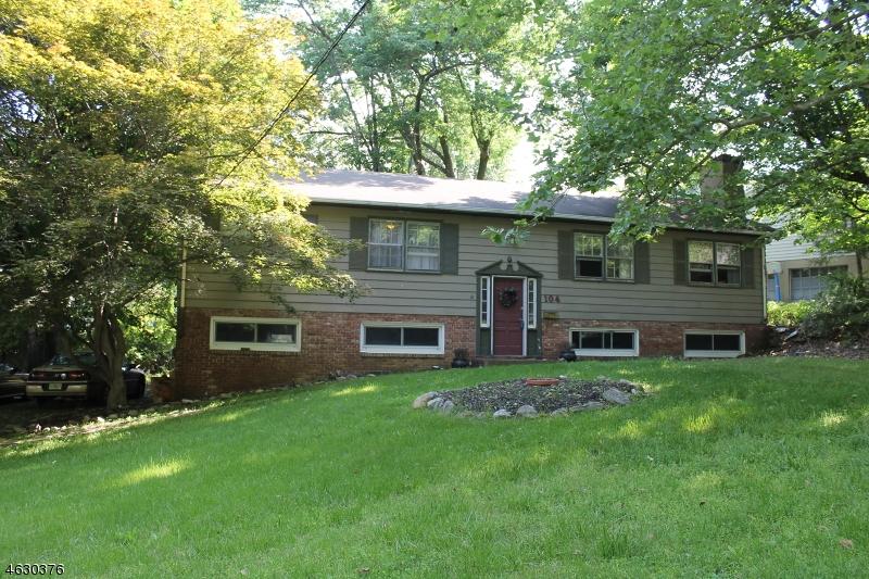 Maison unifamiliale pour l Vente à 104 Summit Road Sparta, New Jersey 07871 États-Unis