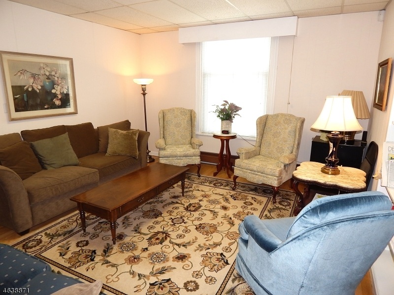 Additional photo for property listing at 73 W End Avenue  Somerville, Нью-Джерси 08876 Соединенные Штаты