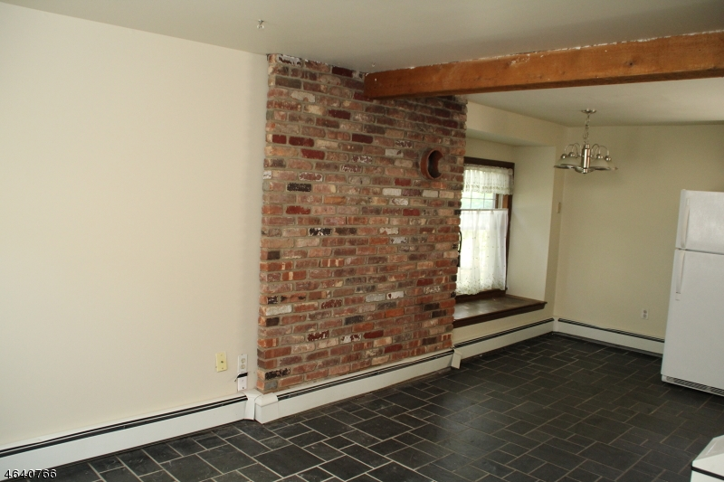 Additional photo for property listing at 23 12-A W Main Street  Clinton, Nueva Jersey 08809 Estados Unidos