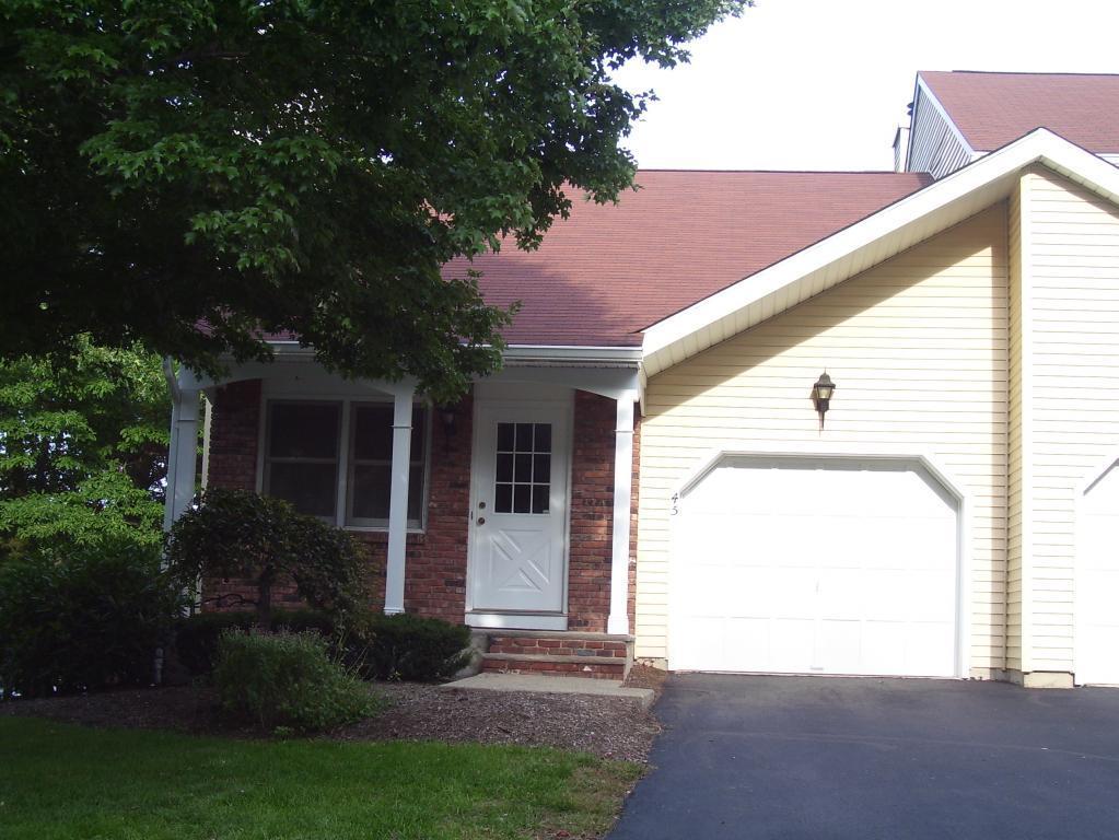 Casa Unifamiliar por un Alquiler en 45 Bridle Way Sparta, Nueva Jersey 07871 Estados Unidos