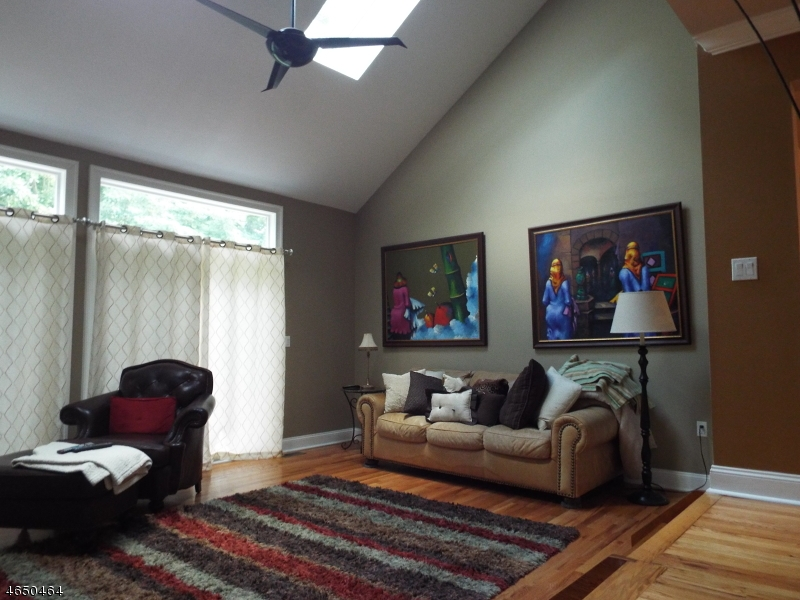 Additional photo for property listing at 45 Beacon Hl  Sparta, New Jersey 07871 United States