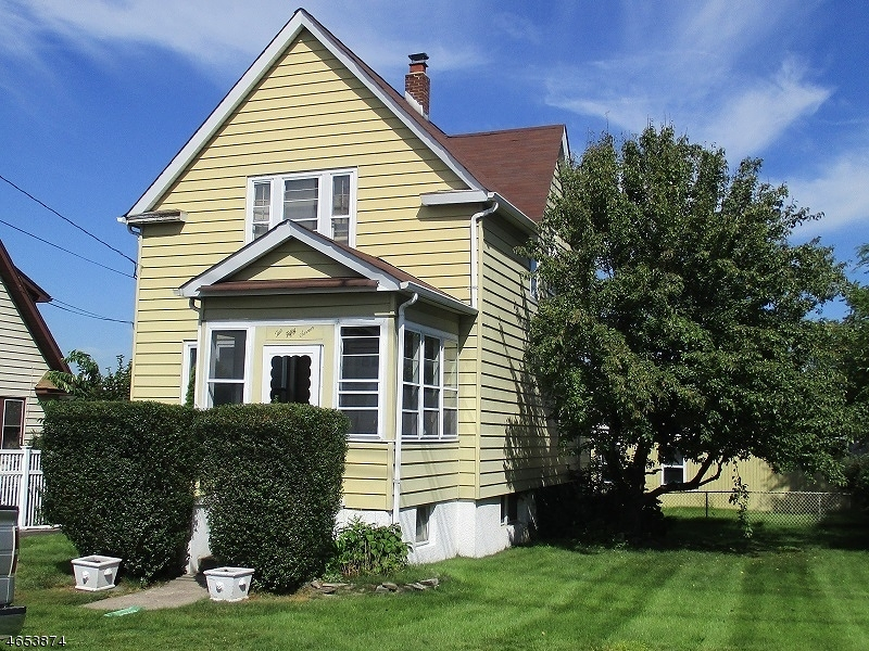 Maison unifamiliale pour l Vente à 257 President Street Saddle Brook, New Jersey 07663 États-Unis