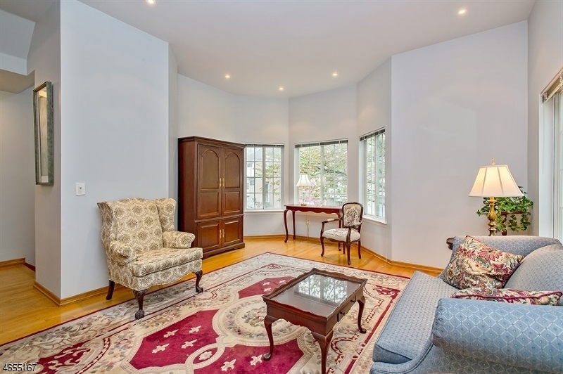 Additional photo for property listing at 18 FERNWOOD TER  Gillette, New Jersey 07933 United States