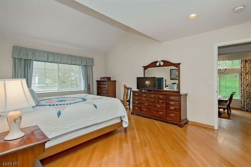 Additional photo for property listing at 18 FERNWOOD TER  Gillette, New Jersey 07933 États-Unis