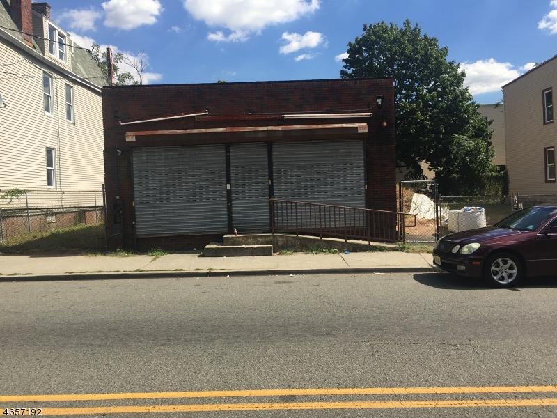 Comercial por un Venta en 728 Grove Street Irvington, Nueva Jersey 07111 Estados Unidos