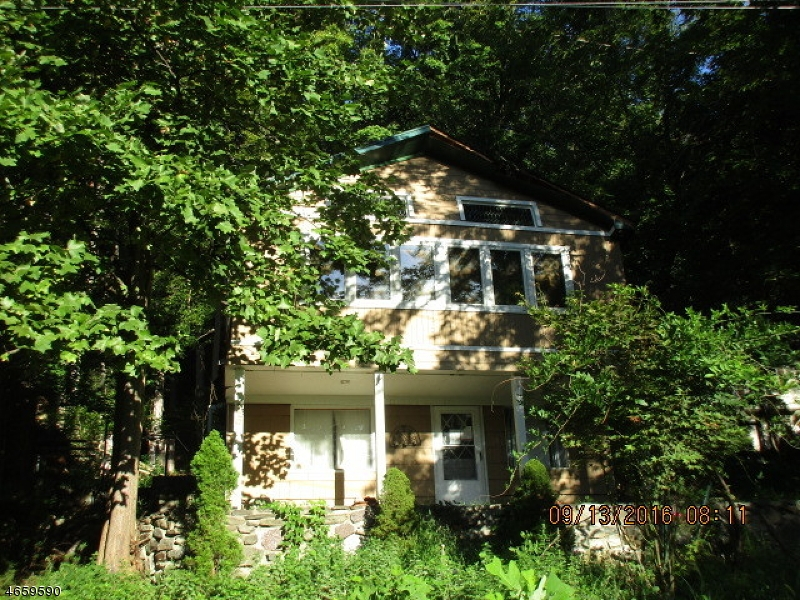 Single Family Home for Sale at 16 Cliff Road West Milford, New Jersey 07480 United States