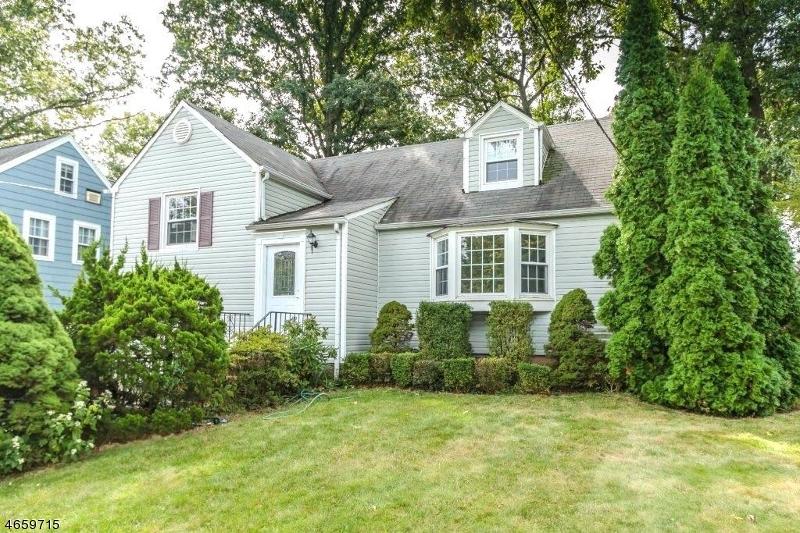 独户住宅 为 销售 在 717 Coleman Place 韦斯特菲尔德, 新泽西州 07090 美国