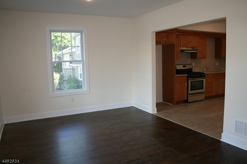 Additional photo for property listing at 106 SOUTH AVE-1st Floor  Fanwood, New Jersey 07023 États-Unis