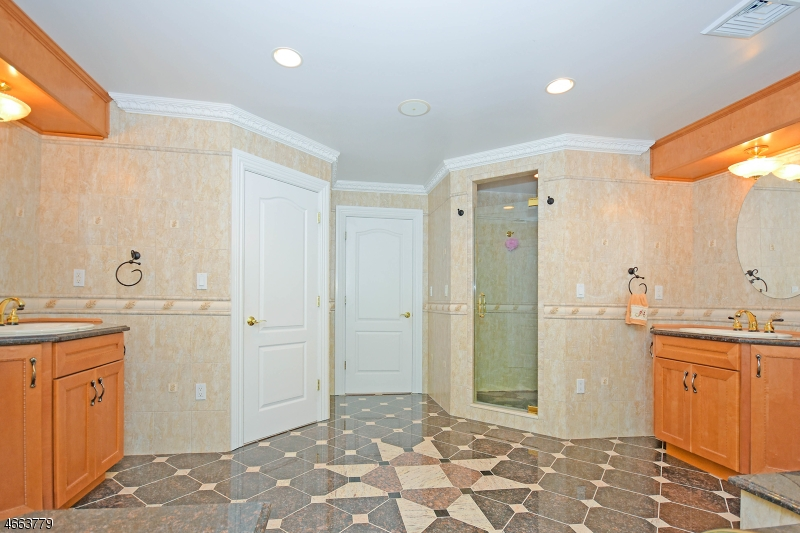 Additional photo for property listing at 94 Saw Mill Road  Kinnelon, Нью-Джерси 07405 Соединенные Штаты