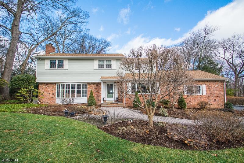 Частный односемейный дом для того Продажа на 499 Weymouth Drive Wyckoff, 07481 Соединенные Штаты