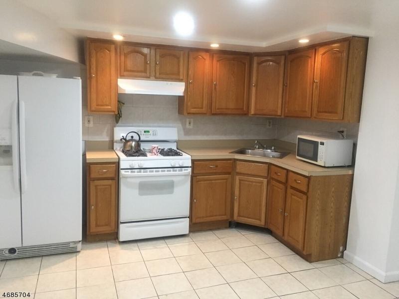 独户住宅 为 出租 在 35 Long Street 泽西城, 新泽西州 07305 美国
