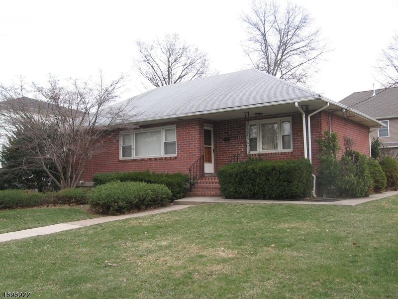 独户住宅 为 销售 在 135 Eagle Avenue 新米尔福德, 新泽西州 07646 美国