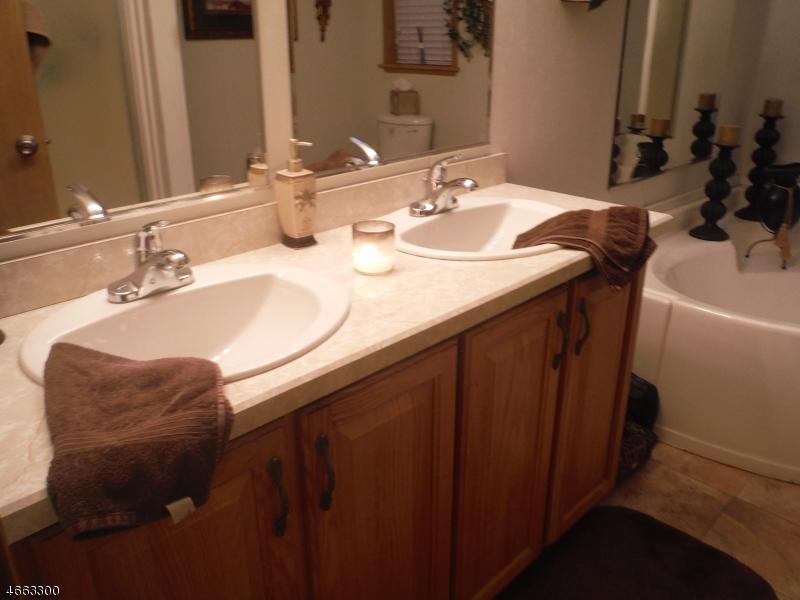 Additional photo for property listing at 79 Travelo Drive  Wayne, Нью-Джерси 07470 Соединенные Штаты