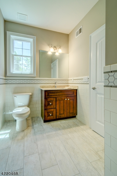 Additional photo for property listing at 2 Victoria Drive  Clark, New Jersey 07066 Stati Uniti