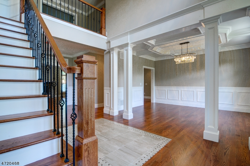Additional photo for property listing at 2 Victoria Drive  Clark, New Jersey 07066 Vereinigte Staaten
