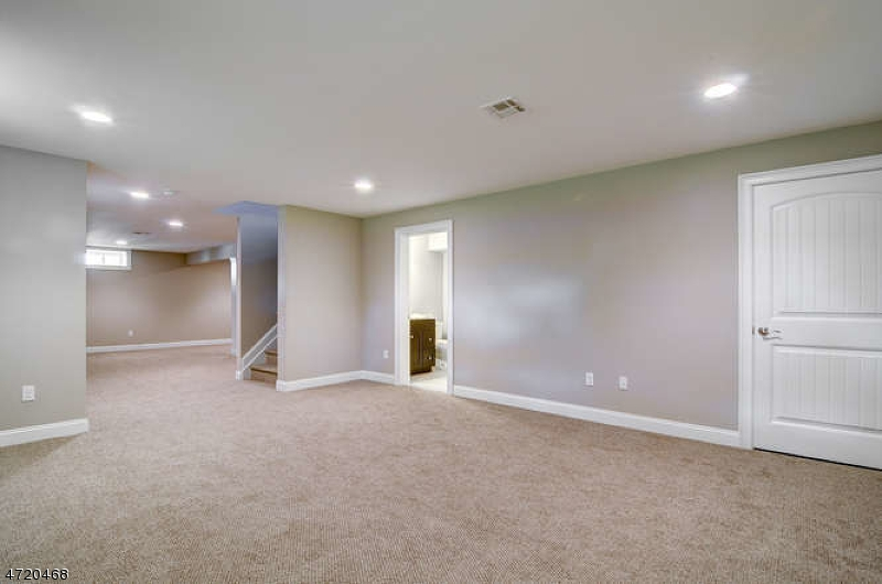 Additional photo for property listing at 2 Victoria Drive  Clark, ニュージャージー 07066 アメリカ合衆国