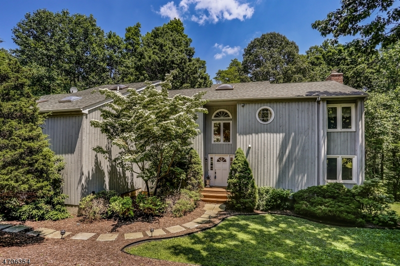 Maison unifamiliale pour l Vente à 149 Sun Valley Way Morris Plains, New Jersey 07950 États-Unis