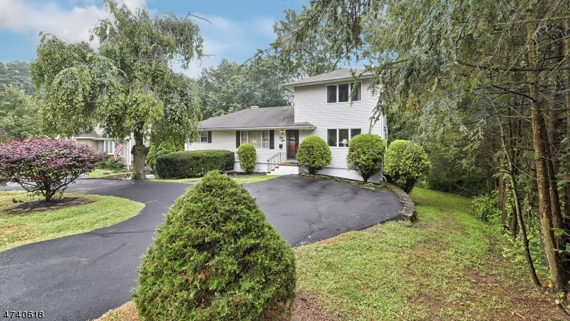 Частный односемейный дом для того Аренда на 58 Hilltop Ter Bloomingdale, Нью-Джерси 07403 Соединенные Штаты