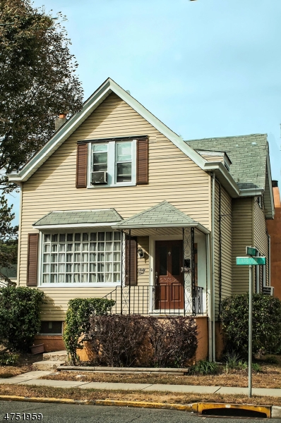Single Family Home for Sale at 61 Barbour Street Haledon, New Jersey 07508 United States
