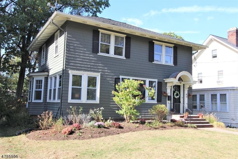 Maison unifamiliale pour l Vente à 45 YALE Street Maplewood, New Jersey 07040 États-Unis