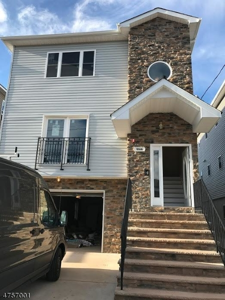 Casa Unifamiliar por un Alquiler en 1066 E Grand Street Elizabeth, Nueva Jersey 07201 Estados Unidos