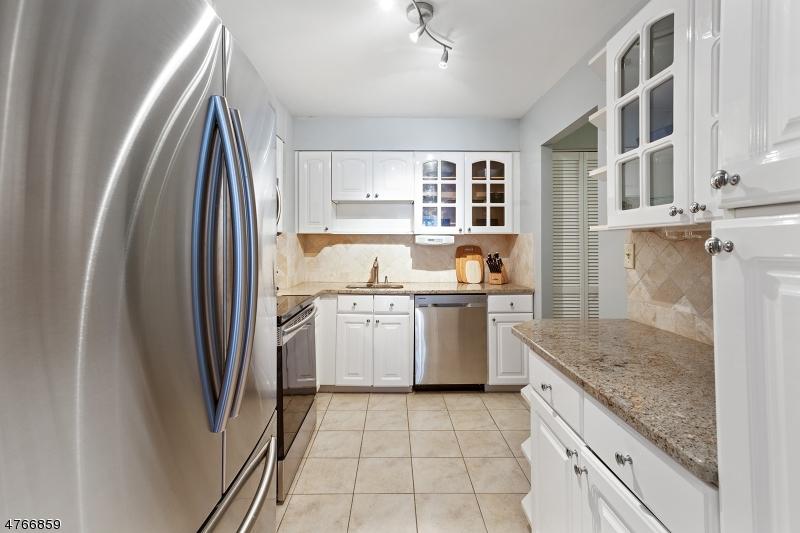 Casa Unifamiliar por un Alquiler en 1111 River Rd, C25 Edgewater, Nueva Jersey 07020 Estados Unidos