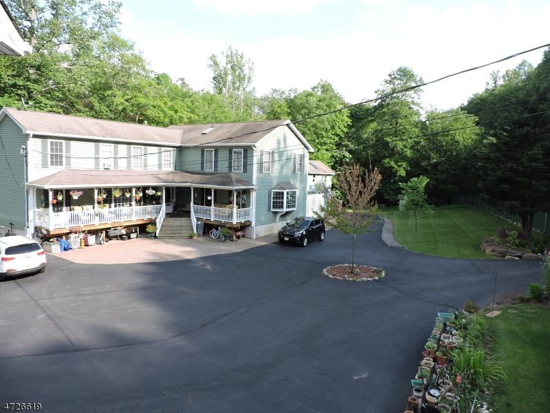 独户住宅 为 销售 在 81 Warwick Tpke 西米尔福德, 新泽西州 07421 美国