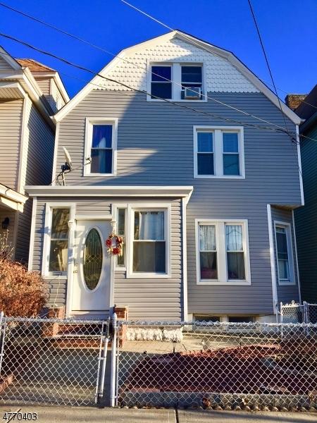 独户住宅 为 销售 在 502 Chestnut Street Kearny, 新泽西州 07032 美国