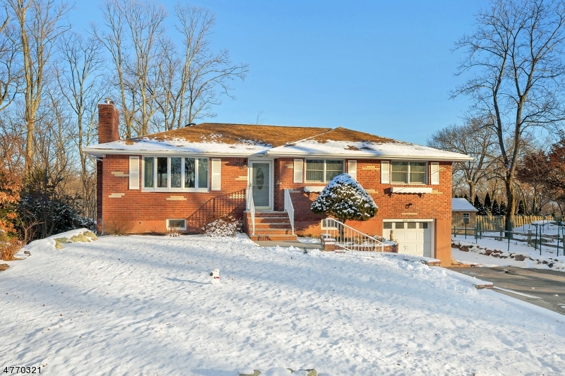 Single Family Home for Sale at 37 Hillcrest Drive 37 Hillcrest Drive Bloomingdale, New Jersey 07403 United States