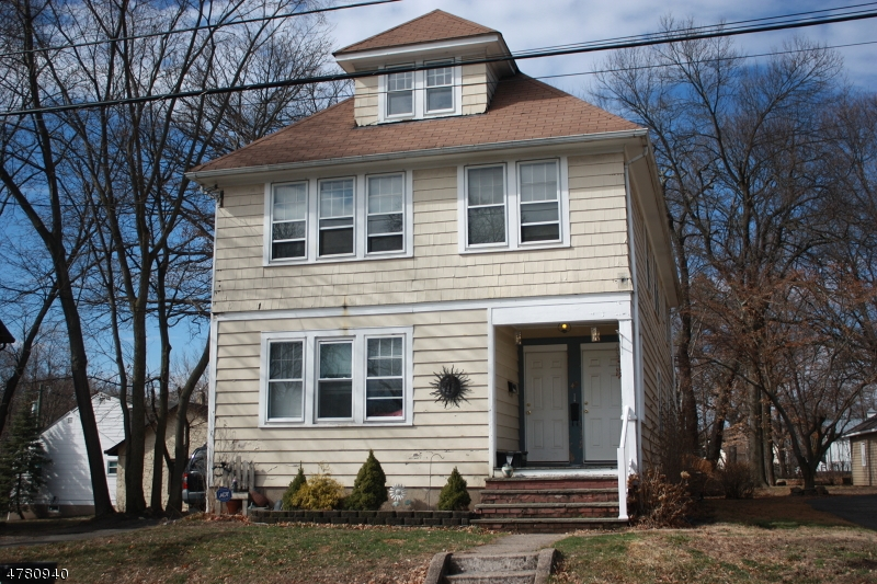 Maison avec plusieurs logements pour l Vente à 49 Pierce Avenue Midland Park, New Jersey 07432 États-Unis