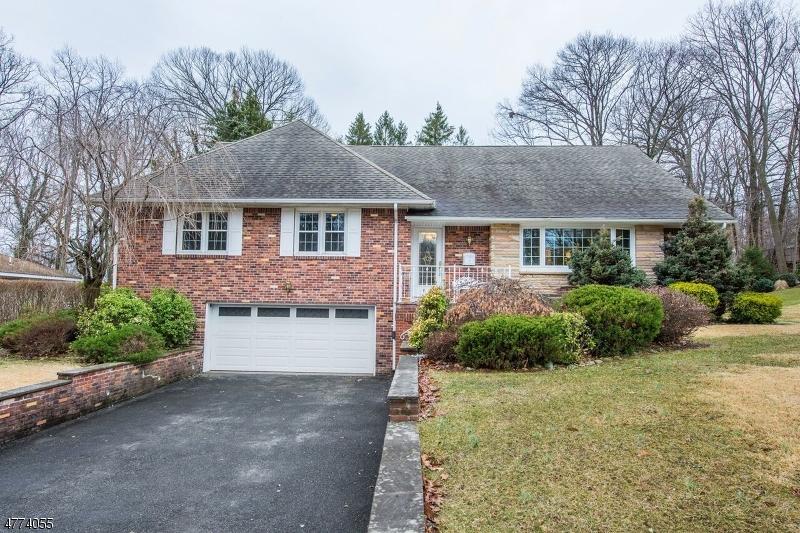 واحد منزل الأسرة للـ Sale في 81 Woodlawn Avenue 81 Woodlawn Avenue Clifton, New Jersey 07013 United States