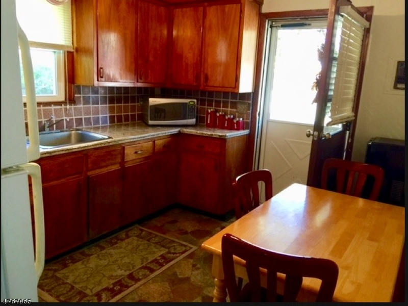 Nhà ở một gia đình vì Thuê tại 79 Cannonball Road Pompton Lakes, New Jersey 07442 Hoa Kỳ