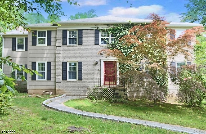 Maison unifamiliale pour l Vente à 9 WOODED HILL Lane Randolph, New Jersey 07869 États-Unis
